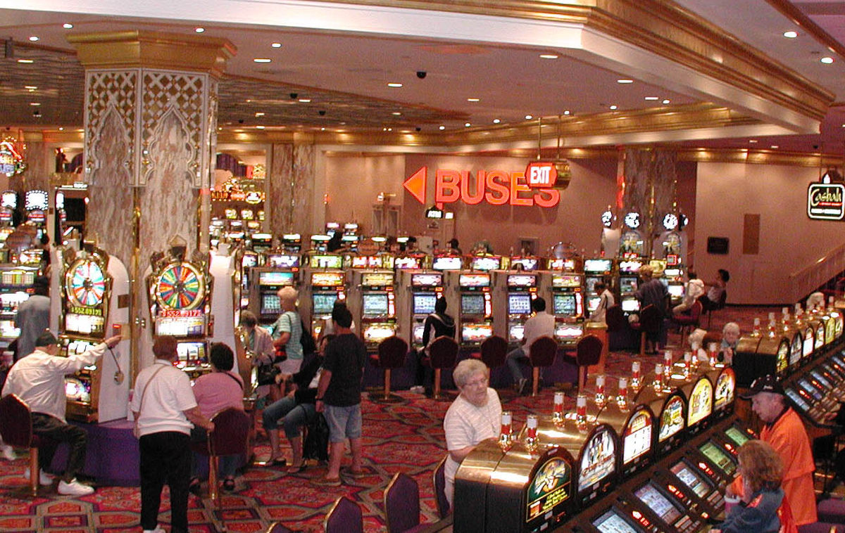 Learn fun along with a lot of money from online gambling